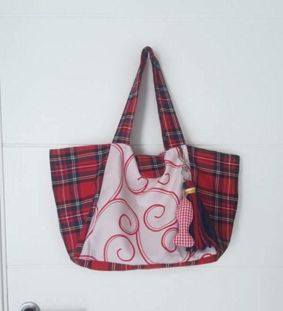 Bolso de tela mediano en tela escocesa color rojo