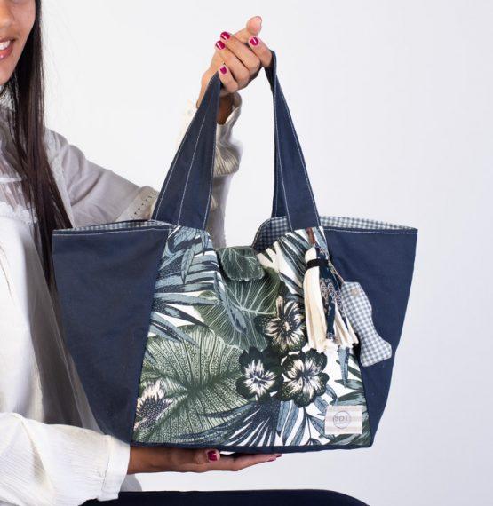 Bolso de tela mediano en azul oscuro. Medium Bag