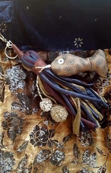 Adorno de pez y telas de bolso de terciopelo azul