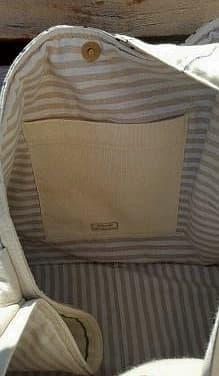 Bolsillo interior de gran bolsa de tela en tonos claros