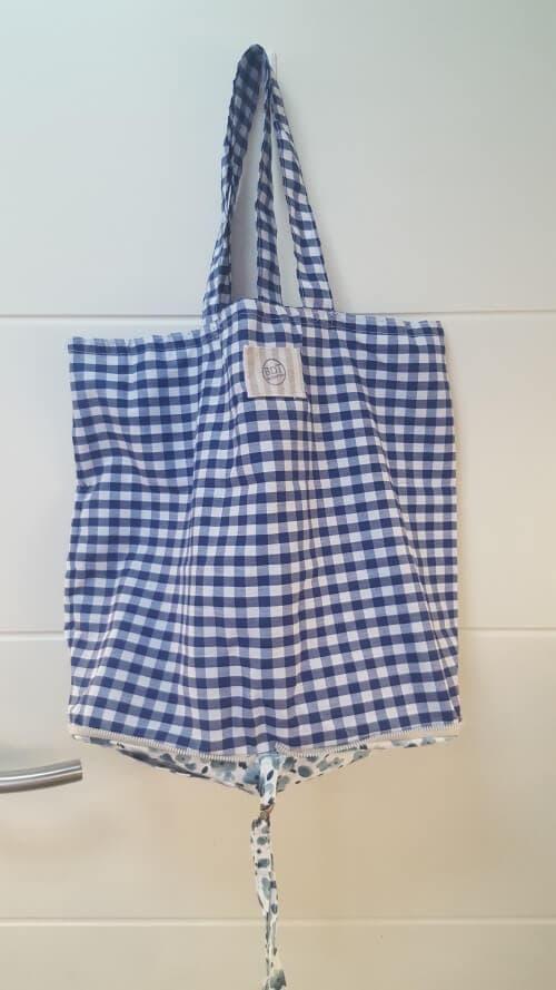Bolsa en vichy azul para la compra