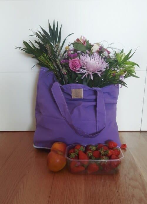Eco bolsa de tela lila-morada para la compra plegable y con cremallera