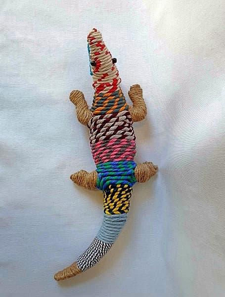 Cocodrilo de colores suaves. adorno, arte figurativo