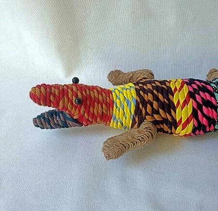 Cabeza de cocodrilo de tela para decorar