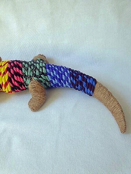 Cola de cocodrilo en tela de colores